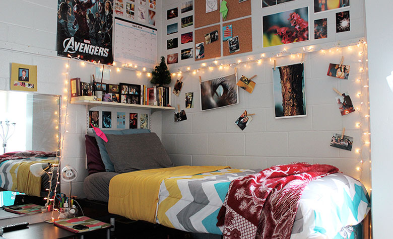 small-dorm-room-wall-decor