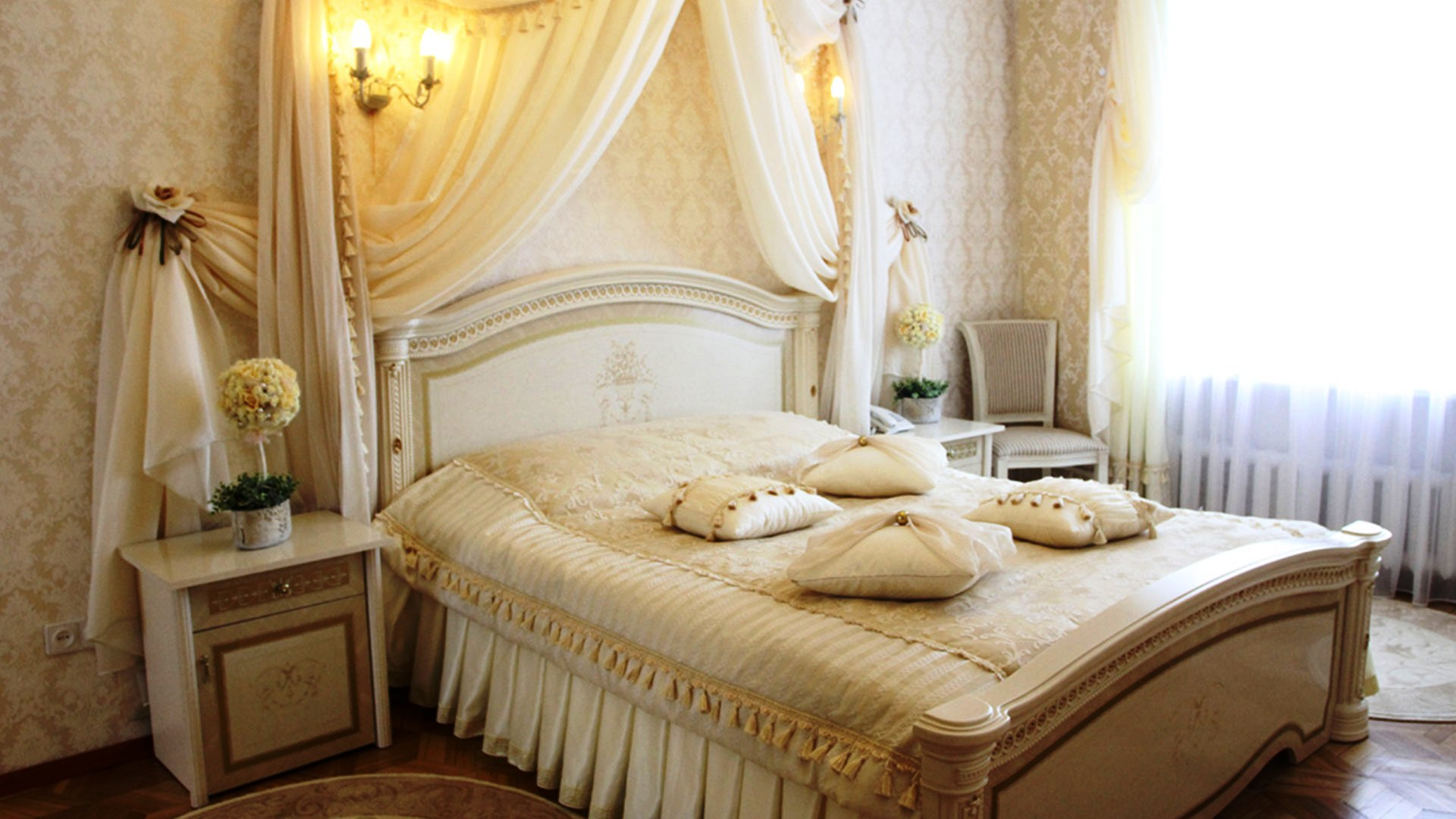 Tricks to decorate most romantic bedroom royal furnish for Decorate your bed