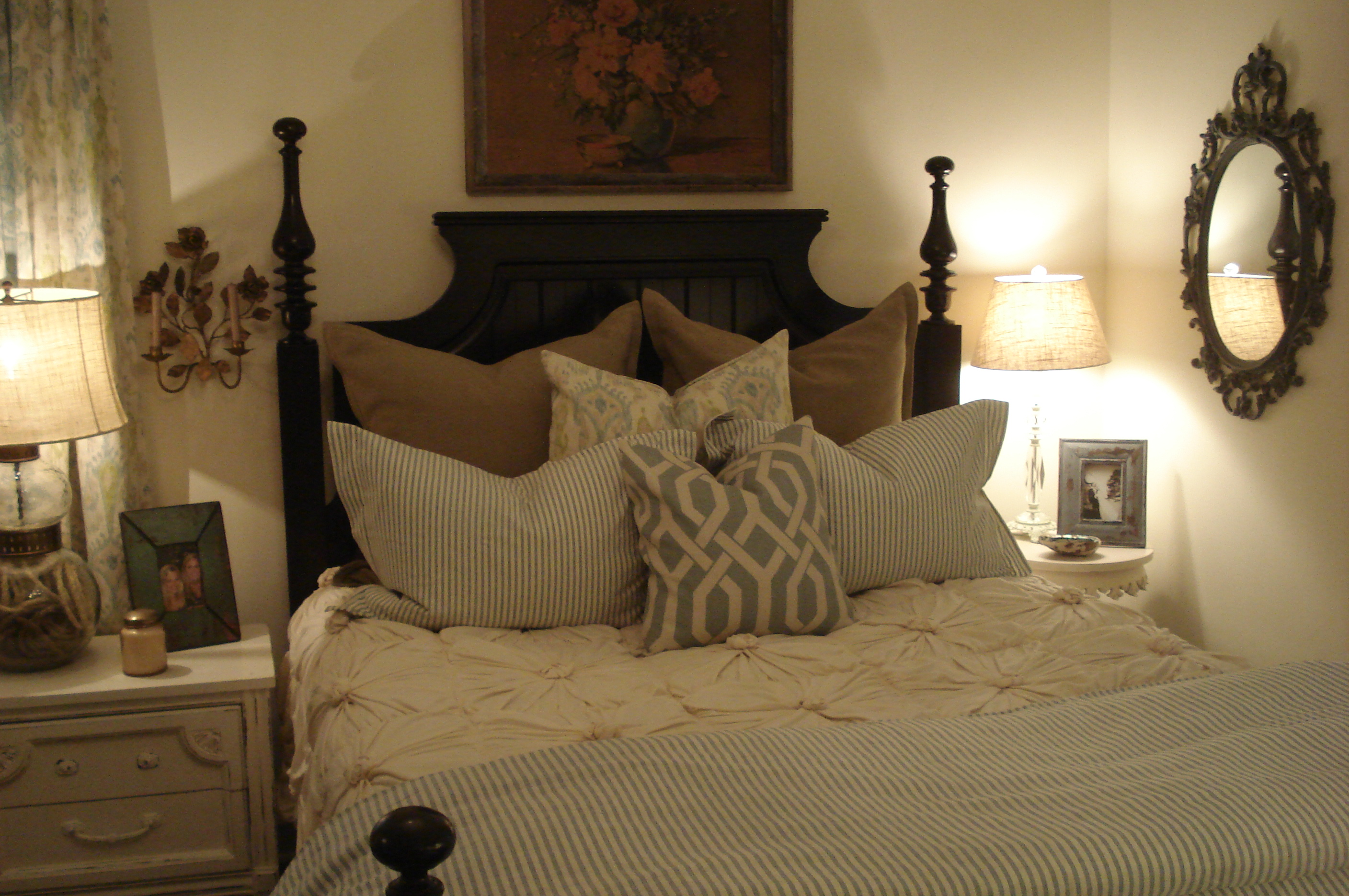 bedroom pillows. Hotel Style Bedroom Decorating Idea Tips   Royal Furnish