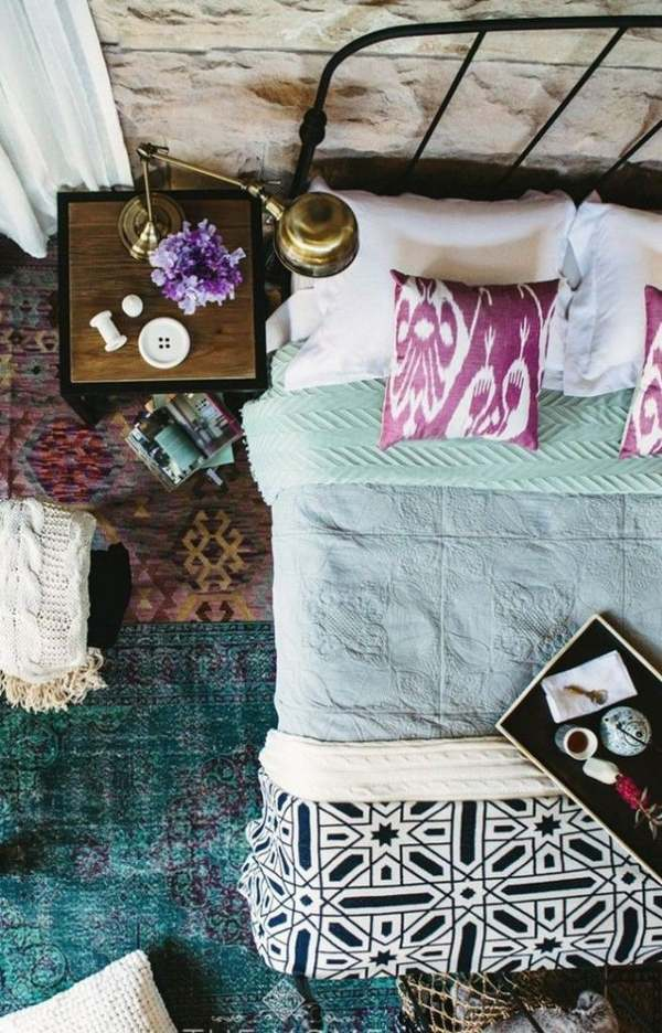 Bohemian-chic-bedroom-design-turquoise-carpet-iron-bed-frame-purple-decorative-pillows