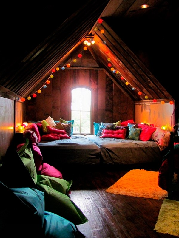 bohemian-bedroom-ideas-colorful-pillows-string-lights-shaggy-rugs