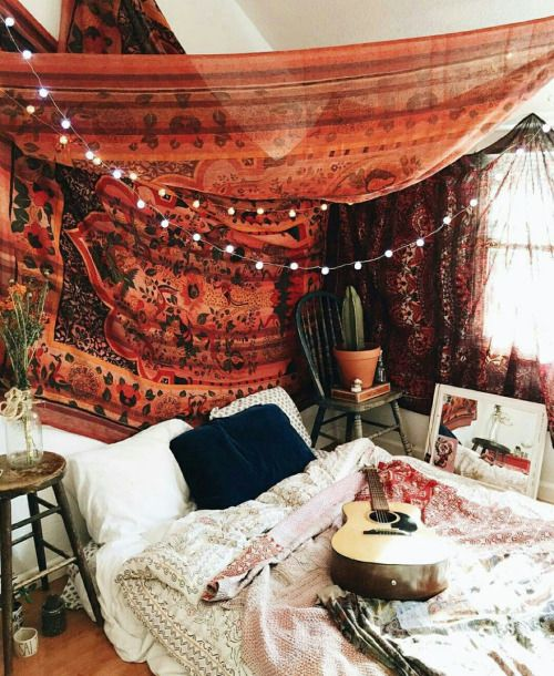 How to give gypsy look to bedroom decor royal furnish for Gypsy bedroom decor